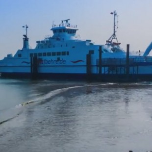 Timelapse Sylt ferry arriving and leaving.