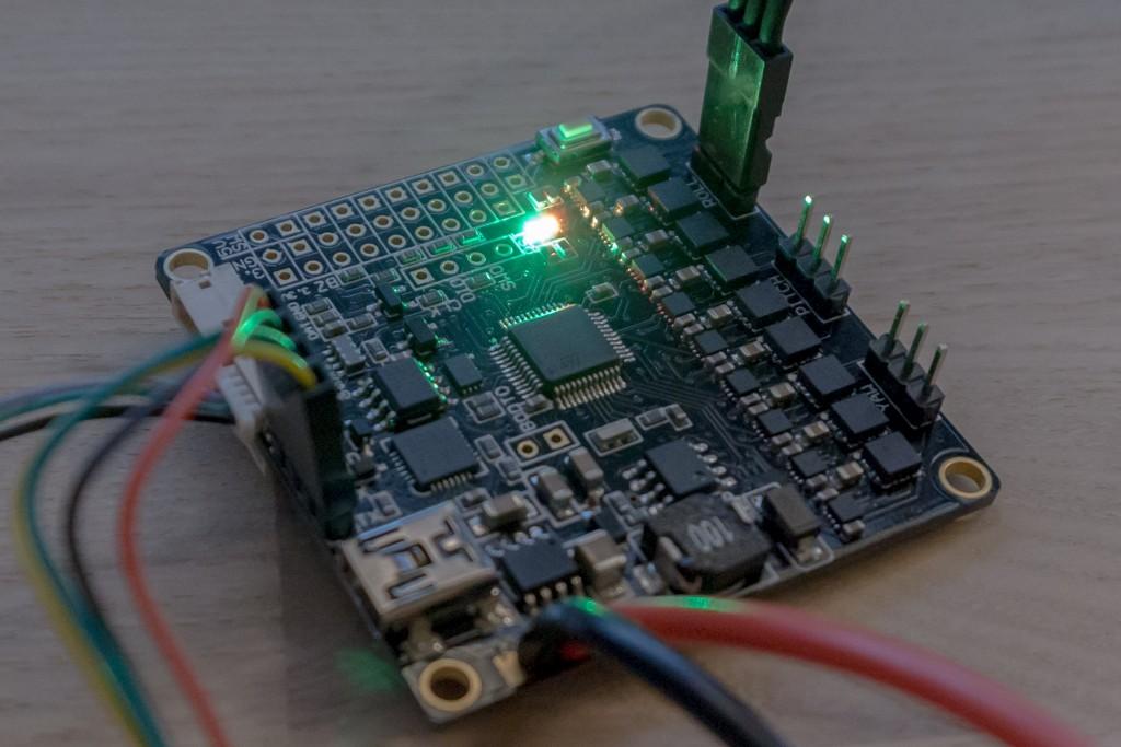 Basecam32 gimbal controller